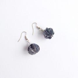 Boucles d'oreilles en papier noir fleurs