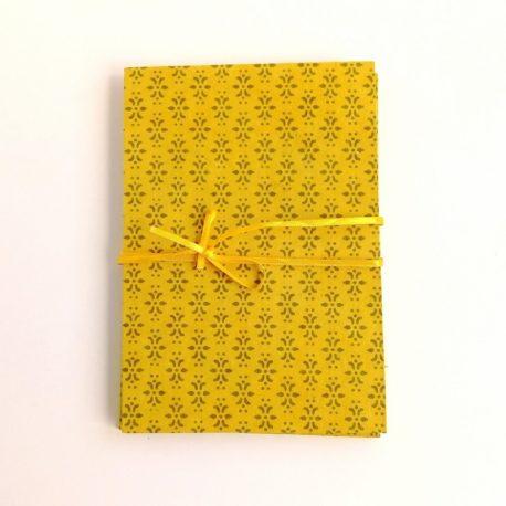 Album décor jaune géométrique