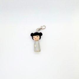 Kokeshi fleurs argentées, bijou de sac, porte clé