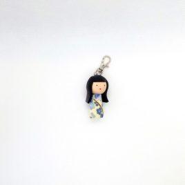 Kokeshi fleurs bleues, bijou de sac, porte clé