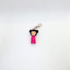 Kokeshi rose, bijou de sac, porte clé