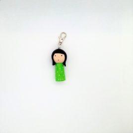 Kokeshi verte plumetis, bijou de sac, porte clé